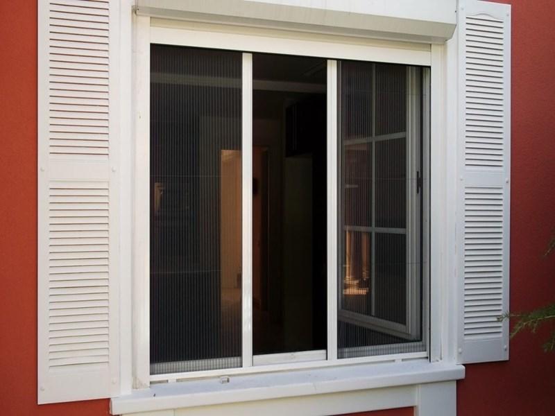 На окно