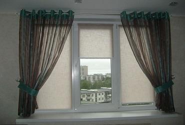 Шторы в сочетании рулонными шторами