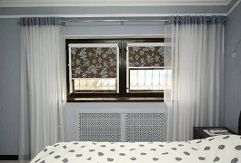 Рулонные шторы и тюль на окне