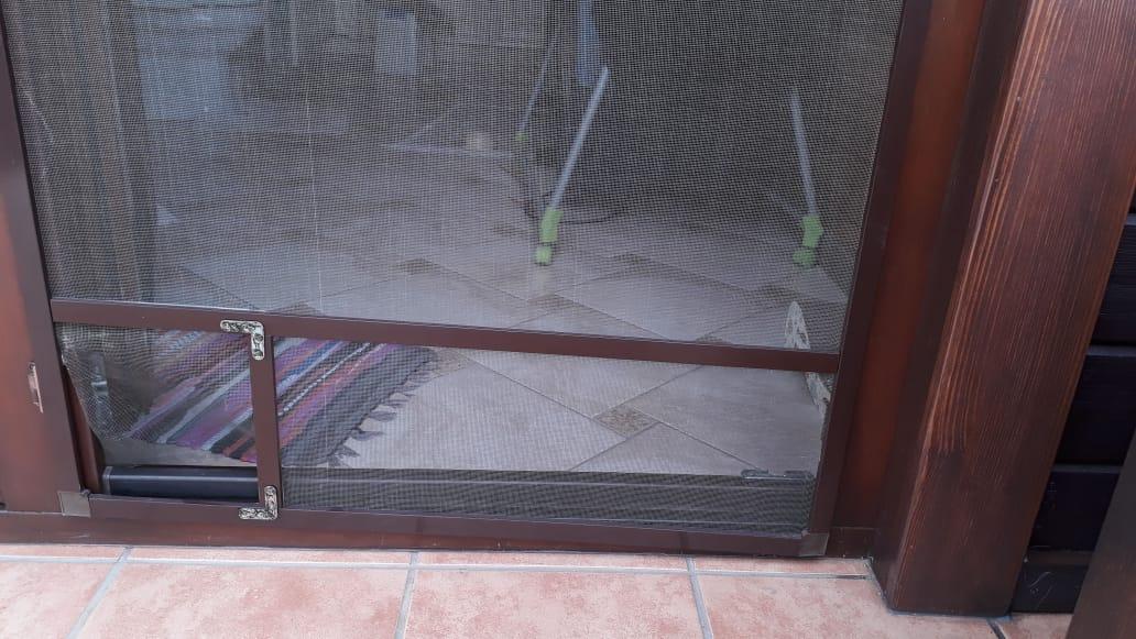 Москитная дверь с входом для питомца