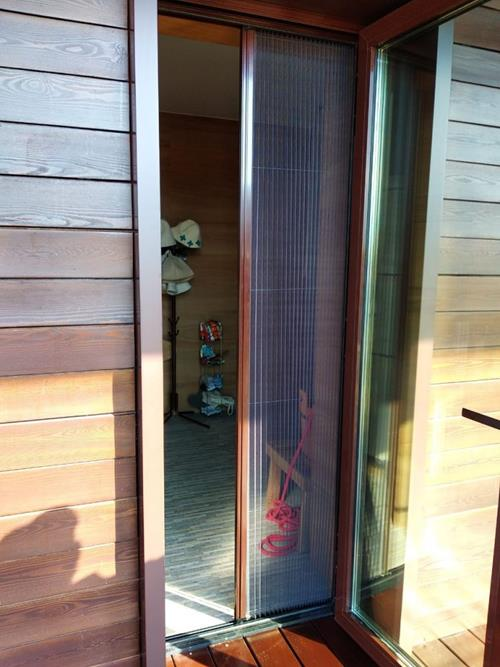 Противомоскитная сетка плиссе на дверь